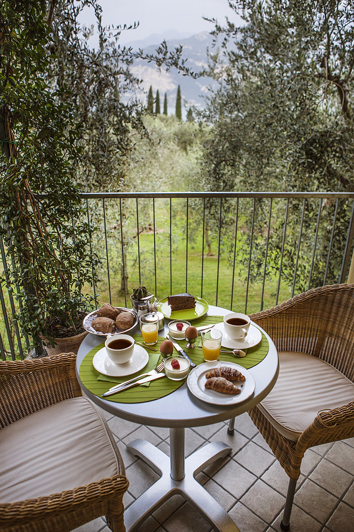 hotel-meridiana-hall-colazione-terrazza-olivi