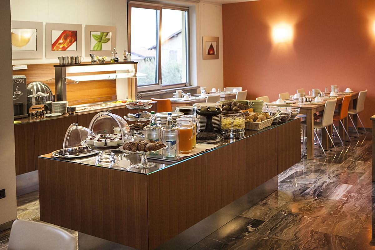 sala colazioni hotel meridiana, sempre torte speciali fatte al momento