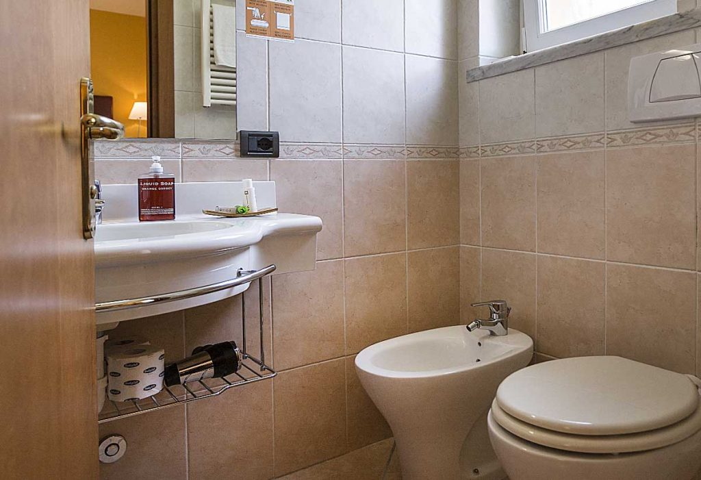 Spacious bathroom with Meridiana hotel shower